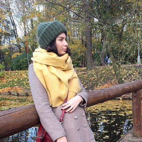 Вязаная шапка из мохеровой пряжи цвета хаки