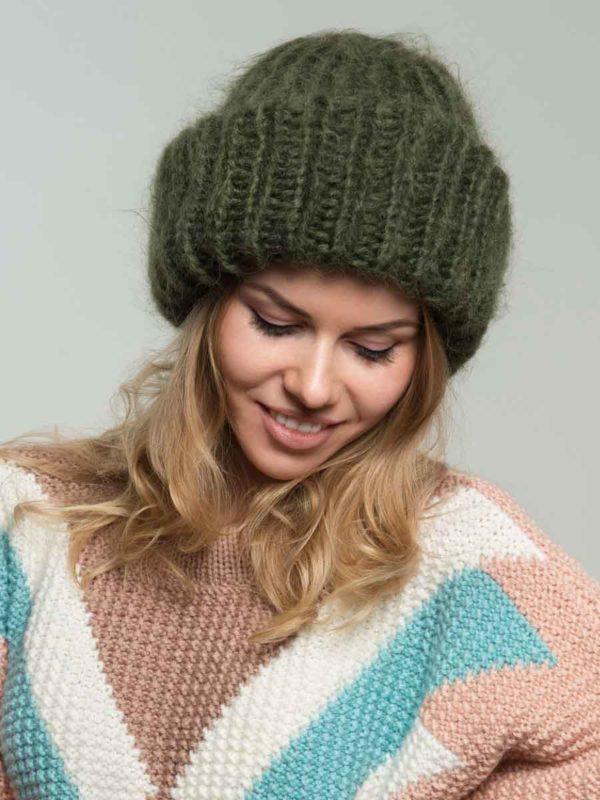 Вязаная шапка из мохера цвета хаки