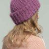 женская вязаная шапка из мохера с отворотом цвета спелая вишня