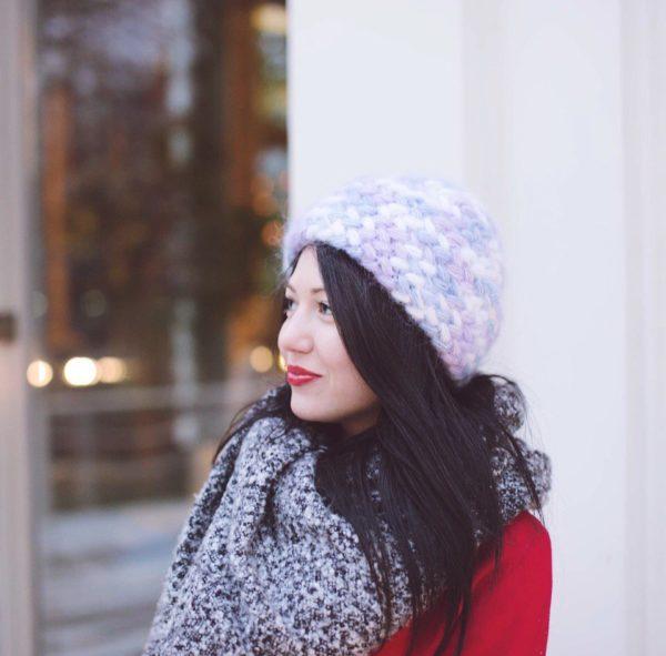 Вязаная шапка из мохера косами