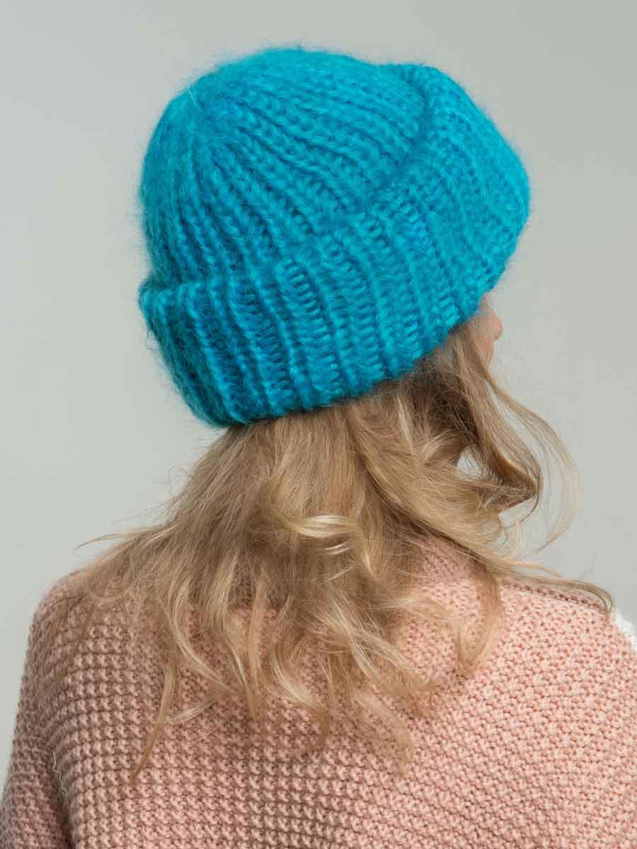 Вязаная шапка из мохера цвета \