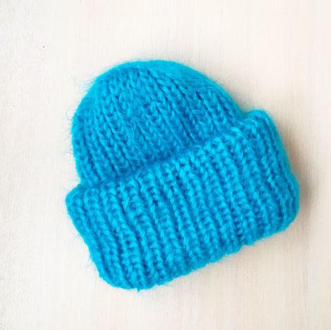 Вязаная шапка из мохера ручной работы