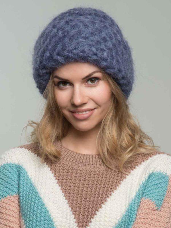 Стильные вязаные женские шапки из мохеровой пряжи
