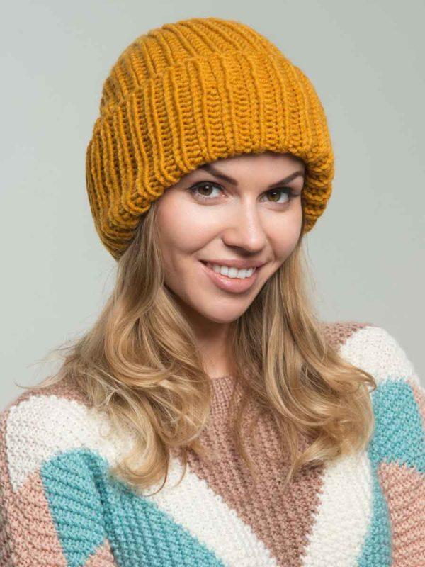 шапка-бини горчичного цвета