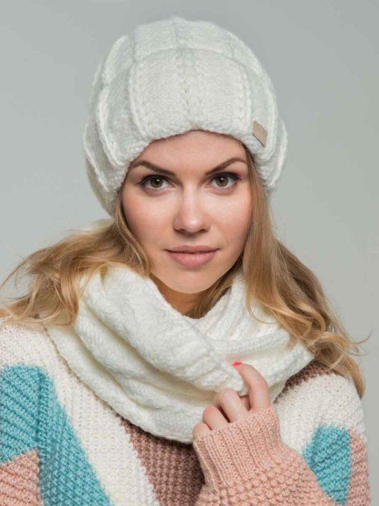 Комплект шапка и снуд белого цвета
