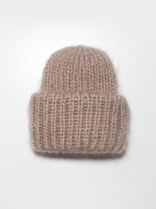 Вязаная шапка из мохера цвета «Светло-бежевый»